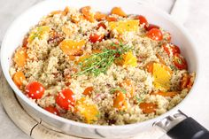 Quinoa is a great alternative to pasta or bread. Add quinoa to your meals and reap the health benefits! Quinoa is high in fibre, gluten free, a complete protein, low GI and contains important minerals like iron and magnesium. Healthy Soup Recipes, Salad Recipes, Diet Recipes, Vegan Recipes, Healthy Foods, Fast Foods, Diabetic Foods, Happy Healthy, Simple Recipes