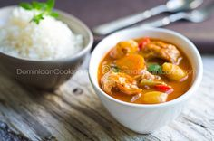 Mondongo - Recipe & Video (Tripe Stew): might not be of the liking of many people, especially outside the Dominican Republic, but in the DR is still very popular. Dominican Food, Dominican Recipes, Tripe Recipes, Soup Recipes, Sancocho Recipe, Pumpkin Stew, Easy Eat, Exotic Food, International Recipes