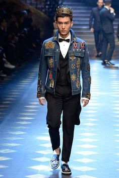 See the complete Dolce & Gabbana Fall 2017 Menswear collection.