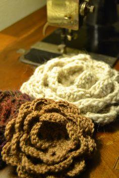 Cream Life: Tutorial rosa all'uncinetto / Crocheted rose tutorial.  Free.
