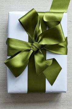 Watch a wonderful video on how to tie the perfect bow and see our favorite holiday gift wrapping ideas today, on Hadley Court! Wrapping Ideas, Gift Wrapping, Paper Wrapping, Craft Gifts, Diy Gifts, Holiday Crafts, Holiday Fun, Favorite Holiday, Do It Yourself Baby