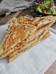 Flatbread with chickpea and buckwheat flour, stuffed with feta cheese (No cereals) - Vegetarian Recipes Healthy Snacks To Buy, Vegetarian Snacks, Easy Snacks, Easy Healthy Recipes, Healthy Cooking, Snack Recipes, Cooking Recipes, Diabetic Snacks, Vegan Food