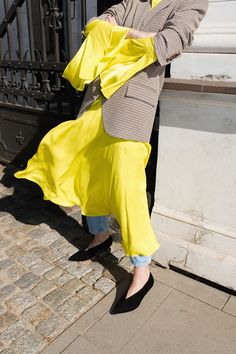 The yellow silk dress is one of my most avant-garde purchases from the last sale shopping. Fashion 2017, Daily Fashion, Everyday Fashion, Fashion Show, Fashion Outfits, Weird Fashion, Colorful Fashion, Dress Over Pants, Style Snaps