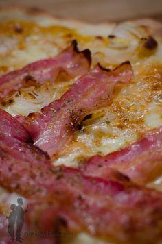 Pizza à l'oignon et au bacon   Piratage Culinaire