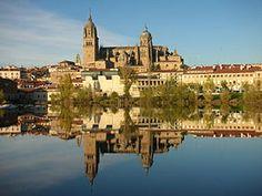 El Tormes a los pies de la catedral de Salamanca.