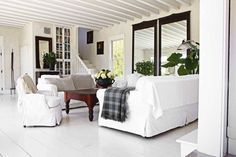 greige: interior design ideas and inspiration for the transitional home : Clean, crisp and casual