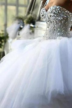 ♡Extravagant ♡ Princess Gown!! Sooo pretty <3 I would def wear this :)