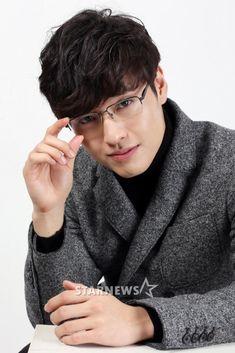 Kang Ha Neul's Interview Pictures! Asian Actors, Korean Actors, Korean Celebrities, Celebs, Kang Haneul, Song Joong, Park Seo Joon, Lee Bo Young, Park Bo Gum