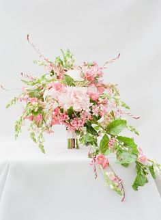 Are you thinking about having your wedding by the beach? Are you wondering the best beach wedding flowers to celebrate your union? Here are some of the best ideas for beach wedding flowers you should consider. Country Wedding Flowers, Romantic Wedding Flowers, Orange Wedding Flowers, Cheap Wedding Flowers, Rustic Wedding Flowers, Wedding Flower Inspiration, Wedding Ideas, Arch Wedding, Blush Flowers