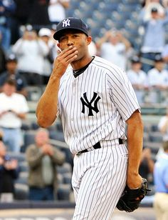 Mo blows a kiss to the crowd to acknowledge cheers after recording his save as the Yankees beat the Minnesota Twins at Yankee Stadium on Sept 2011 Yankees Logo, Yankees News, Yankees Fan, New York Yankees, Baseball Star, Baseball Posters, Equipo Milwaukee Brewers, Baseball Game Outfits, Baseball Games