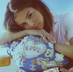 Image discovered by Selena Gomez. Find images and videos about selena gomez, selena and selenagomez on We Heart It - the app to get lost in what you love. Style Selena Gomez, Fotos Selena Gomez, Selena Gomez Pictures, Selena Gomez Nails, Selena Selena, Selena Pics, Demi Lovato, Cinderella Story, Icons Girls