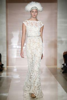 Vestido de novia con juego de encajes y transparencias de Reem Acra (FW 2014) #weddingdresses #NYBW