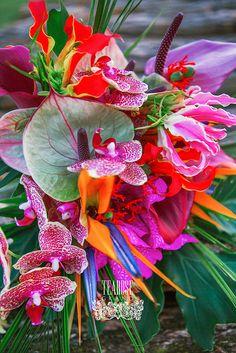 Trópusi esküvő - menyasszonyi csokor trópusi virágokból