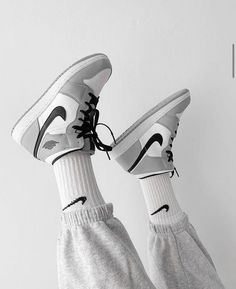 Gray Nike Shoes, Dr Shoes, Nike Casual Shoes, Nike Air Shoes, Hype Shoes, Trendy Shoes, Jordan Shoes Girls, Girls Shoes, Jordan Sneakers