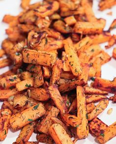 Are you headed out to celebrate? Maybe a BBQ or gathering with friends? Why not whip up some garlic dill sweet potatoes? Dill Recipes, Sweet Potato Recipes, Easy Party Food, Eat Lunch, Dinner Sides, Food For A Crowd, Whole 30 Recipes, Healthy Alternatives, Plant Based Recipes