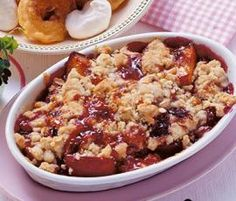 Ein Thermomix ® Rezept aus der Kategorie Desserts… Plum crumble from Florena. A Thermomix ® recipe from the Desserts category www.de, the Thermomix® Community. Plum Crumble, Bon Dessert, Dessert Aux Fruits, Baking Recipes, Cake Recipes, Dessert Recipes, Desserts Sains, The Oatmeal, Health Desserts