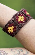 Bangle Bracelet - Crochet Me  I like small projects. This was also my first granny squares. I changed the colors (ivory in the center, the middle is burgundy, the outer edge is black).