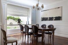 Uma decoração acolhedora e receptiva, que mistura o moderno e o clássico: https://www.casadevalentina.com.br/blog/OPEN%20HOUSE%20%7C%20PAOLA%20VISCOMI%20NADDEO ---------------------------------------  A warm and cool decor that blends the modern and the classic: https://www.casadevalentina.com.br/blog/OPEN%20HOUSE%20%7C%20PAOLA%20VISCOMI%20NADDEO