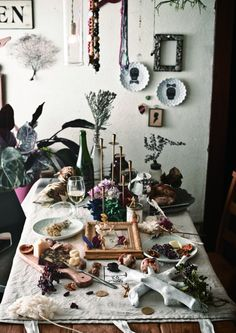 Required Reading: Decorating With Plants By Satoshi Kawamoto - Gardenista Plant Table, A Table, Autumn Table, Thanksgiving Table Settings, Tablescapes, Christmas Diy, Entertaining, Table Decorations, Holiday Decor