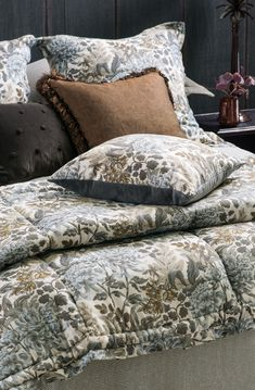An exquisite collection of designer bed linen, quilts, bedspreads, comforters, silk filled products and linen fabrics all handcrafted from natural fibres. Neutral Bedding, Linen Bedding, Bed Linen Design, Bed Design, Fine Linens, Contemporary Interior, Bed Spreads, Linen Fabric, Comforters