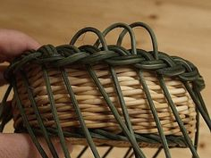 Obrazek Paper Basket Weaving, Rattan, Diy And Crafts, How To Make, Leather, Handmade, Matisse, Baskets, Craft