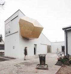 Crystalline gold protrusion creates contemplation space for Warsaw art studio
