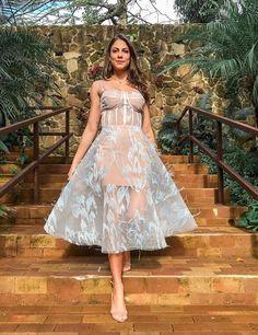 vestido de festa midi Simple Dresses, Beautiful Dresses, Nice Dresses, Formal Dresses, Wedding Dresses, Party Dresses, Date Outfits, Dress Codes, Pretty Outfits