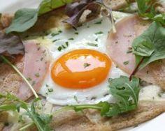 Crêpe salée oeuf, jambon et chèvre pour 1 personne : http://www.fourchette-et-bikini.fr/recettes/recettes-minceur/crepe-salee-oeuf-jambon-et-chevre-pour-1-personne.html