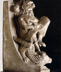 """Escultura de 1210 - """"Demônio anotando pecados humanos"""""""