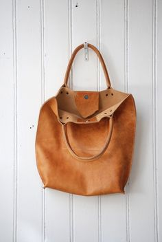 leather hobo bag; handmade from naturally tanned leather.
