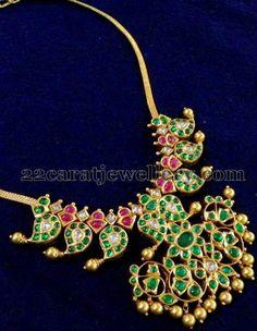 Jewellery Designs: Emeralds Short Mango Necklace