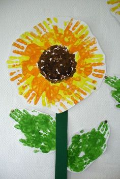 Sunflower from hand prints - Kinder - kreativ, basteln, malen - Kids Crafts, Easy Fall Crafts, Diy Crafts To Do, Fall Crafts For Kids, Crafts For Girls, Tree Crafts, Summer Crafts, Toddler Crafts, Preschool Crafts