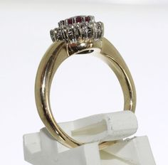 14 krt yellow gold entourage ring with natural ruby and 0.24 Top diamond