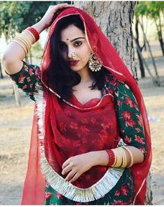 Rajasthani Bride, Rajasthani Dress, Bengali Bride, Royal Dresses, Indian Dresses, Ethnic Outfits, Indian Outfits, Kerala Saree Blouse Designs, Saree Wearing Styles