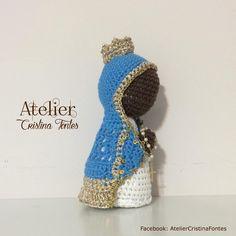 Nossa Senhora Aparecida produzida em crochê. 14cm de altura aprox. Para encomendas escreva para: contato@cristinafontes.com.br