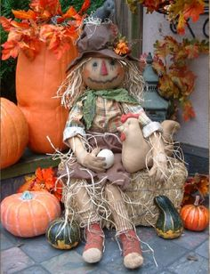 Primitive Scarecrow Doll for Fall by PrimitiveArtDolls on Etsy Scarecrows For Garden, Primitive Scarecrows, Fall Scarecrows, Primitive Crafts, Primitive Autumn, Make A Scarecrow, Scarecrow Doll, Fall Halloween, Halloween Crafts