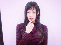 Haru Izumi got side swept bangs to thank Mr. Wajima. #girl #japan #model RT @harupi_0717 お仕事の都合で前髪切ったよ どうせならと思ってばっさりアシメにしちゃった! セットも簡単だしお気に入り💗 さすがです、和嶋さん😏 http://beauty.hotpepper.jp/smartphone/slnH000037378/style/L001710197.html pic.twitter.com/PI0FG2Y1vo