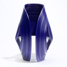 Kuki folded and kinked plastic chair by Zaha Hadid for Sawaya & Moroni in Milan Arquitectos Zaha Hadid, Zaha Hadid Architects, Living Furniture, Home Decor Furniture, Furniture Design, Mid Century Modern Design, Shape Design, Design Reference, Industrial Design