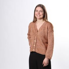A beautiful cardigan knitted in Summer Merino. The cardigan is knitted down-up, back and forth on a circular needle. The cardigan is warm and amazing – perfect as a jacket for the chilly summer evenings. Cardigan Pattern, Knit Cardigan, Summer Evening, Knit Or Crochet, Ufo, Mittens, Free Pattern, Knitting, Sweaters