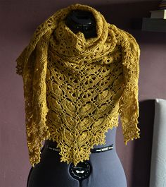 Blogger Julia Vaconsin shares her version of the Maia shawl.  Faved on Rav -- what a stunner.  Yarn color makes all the difference!