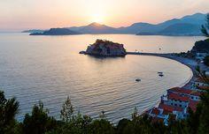 L'île exotique de Sveti Stefan, l'un des plus jolis endroits à Podgorica, la Capitale du Monténégro #momondo