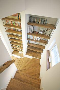 ジャストの家[公式] 書斎と階段ライブラリーのある家