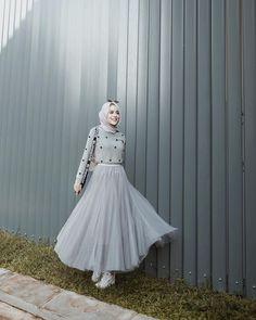 """ถูกใจ 39.7k คน, ความคิดเห็น 141 รายการ - HIFDZAN SN. AGHNIA (@aghniapunjabi) บน Instagram: """"Happy saturday guys! Siap siap sapatau ada yang nyusulin ntar malem yakaaan 🤪 —— Tutu skirt from…"""" Modern Hijab Fashion, Street Hijab Fashion, Hijab Fashion Inspiration, Skirt Fashion, Fashion Dresses, Hijab Casual, Hijab Chic, Hijab Elegante, Muslimah Wedding Dress"""