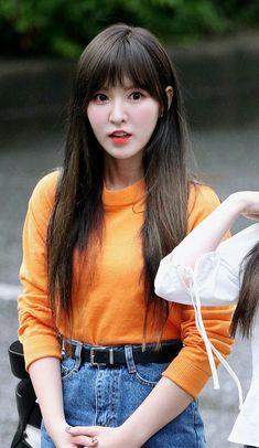 """Wendy is so cute she's like a little elf :"""") Seulgi, Kpop Girl Groups, Korean Girl Groups, Kpop Girls, Park Sooyoung, Fandom, Irene, Wendy Red Velvet, Velvet Fashion"""