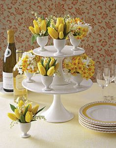 easter-deco-table-idea-make-yourself-eggs-cup yellow tulips daffodils Tulpen Arrangements, Easter Flower Arrangements, Easter Flowers, Floral Arrangements, Spring Flowers, Flower Vases, Spring Blooms, Flower Bouquets, Flower Pots