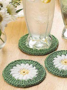 Crochet for the Home - Crochet Decor Patterns - Dream Daisy Crocheted Coaster Crochet Diy, Crochet Motifs, Crochet Home Decor, Crochet Squares, Love Crochet, Crochet Granny, Crochet Gifts, Crochet Doilies, Crochet Flowers