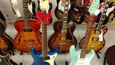 last minute presents  #gibson #gibsonguitars #guitar #guitarra #mosrite #hollowbody #es125 #es339 #fender #strat #stratocaster #telecaster #tele #insta #tokai #tokyo #japan #guitarshop #barcelona #instadaily #instalove #instagram