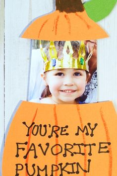 Pop-Up Photo Pumpkin Card for Kids - Inspiration Video - Ideas of Inspiration Video - Adorable pumpkin pop-up card for Halloween & Fall kids craft Daycare Crafts, Baby Crafts, Toddler Crafts, Preschool Crafts, Craft Activities, Fall Crafts For Toddlers, Diy Crafts For Kids, Art For Kids, Simple Crafts