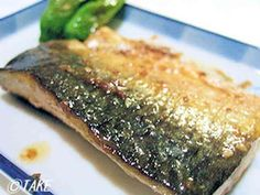 Pan-Fried Salted Mackerel with Sesame and Mayonnaise Recipe by cookpad. Clean Recipes, Fish Recipes, Seafood Recipes, Cooking Recipes, Seafood Dishes, Cooking Tips, Salted Mackerel Recipe, Mackerel Recipes, Pan Seared Recipe