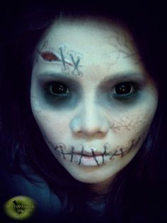 doll makeup for Halloween - for some reason the stitched lips have always freaked me out. Diy Halloween Makeup Effects, Halloween Makeup For Kids, Halloween Contacts, Halloween Cosplay, Scary Halloween, Halloween Costumes, Halloween Ideas, Halloween Clothes, Halloween Doll